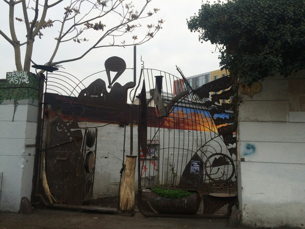 portail-terrain d'aventure-montreuil