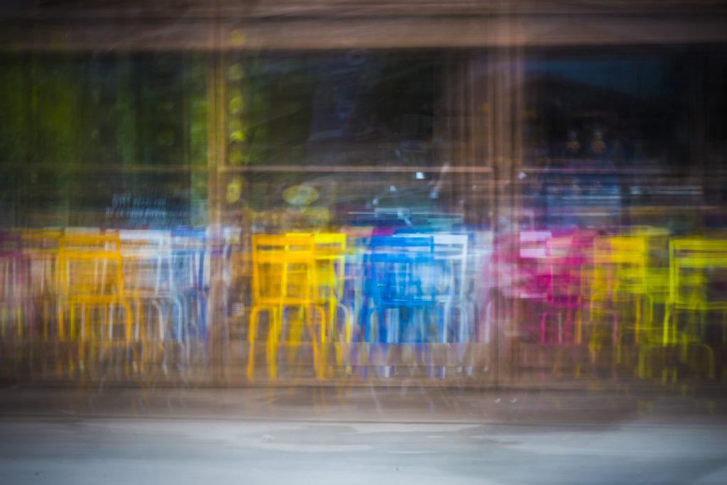 Auteur Kami Hazzaro – Rainbow siège– Des Tours, détours #7  Appareil photo: NikonD7200 ; Objectif: 70-300mm ; Focale : 32 ; Distance Focale: 110mm ; Vitesse: 1 sec ; Sensibilité: 100 iso