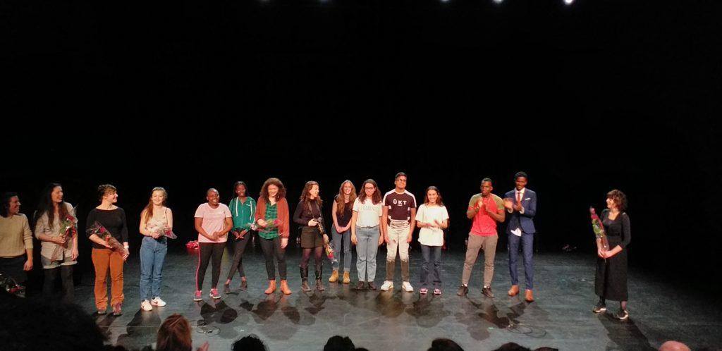Saluts avec les comédien.nes et les membres de la compagnie Fictions Collectives